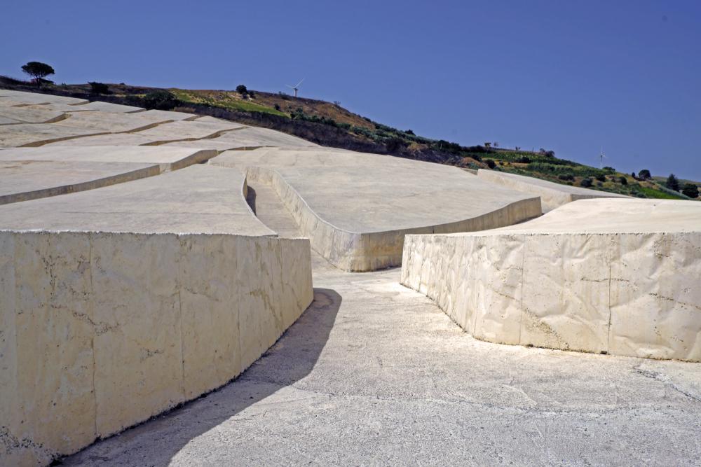 義大利文化 Alberto Burri-阿爾貝托·布里的雕塑公共藝術作品「The Great Cretto」